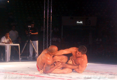 Lister (right) working a submission on Cacareco