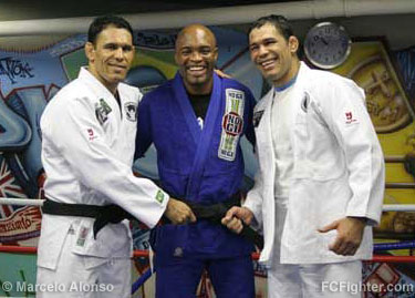 Anderson Silva (center) is awarded his jiu-jitsu black belt by brothers Rodrigo and Rogerio Nogueira - Photo by Marcelo Alonso