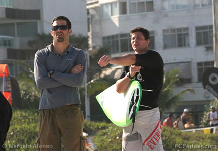 Black Belt de Surf 2006: Murilo Bustamante and his student Ricardo Guerra - Photo by Marcelo Alonso