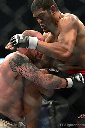 EliteXC Feb 10, 2007: Antonio Silva (right) lands a knee on Wesley 'Cabbage' Correira - Photo by Keith Mills