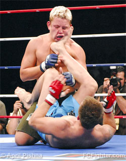 IFL (Sep. 9, 2006): Chris Horodecki in Ed West's guard - Photo by April Pishna