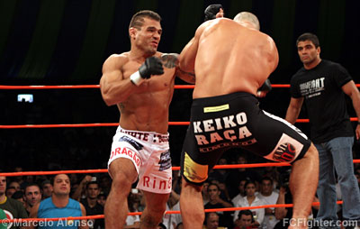 Jorge 'Macaco' Patino punishing Gabriel Vella as Ryan Gracie (left) looks on