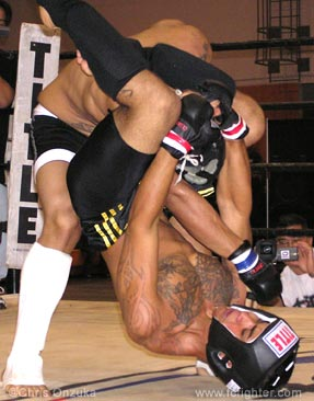 Steven Fernandez attempts a triangle choke on Rick Wallace