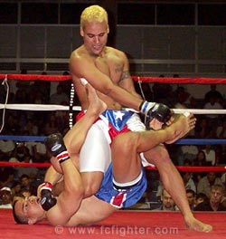 Matsumoto kneebarring Padilla