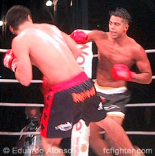 Emerson Nunes (left) dodges a punch thrown by Fabio Pelezinho
