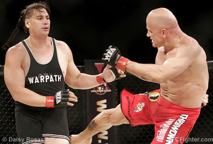 Bas 'El Guapo' Rutten kicking Ruben 'Warpath' Villareal - Photo by Daisy Rosas