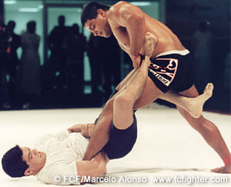 Ricardo Arona (standing) vs. JJ Machado at ADCC 2001