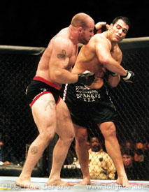 Ricco Rodriguez cracks Jeff Monson at UFC 35