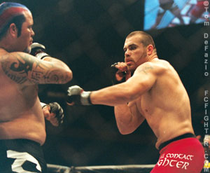 Tim Sylvia (right) facing off against Cabbage Correira at UFC 39